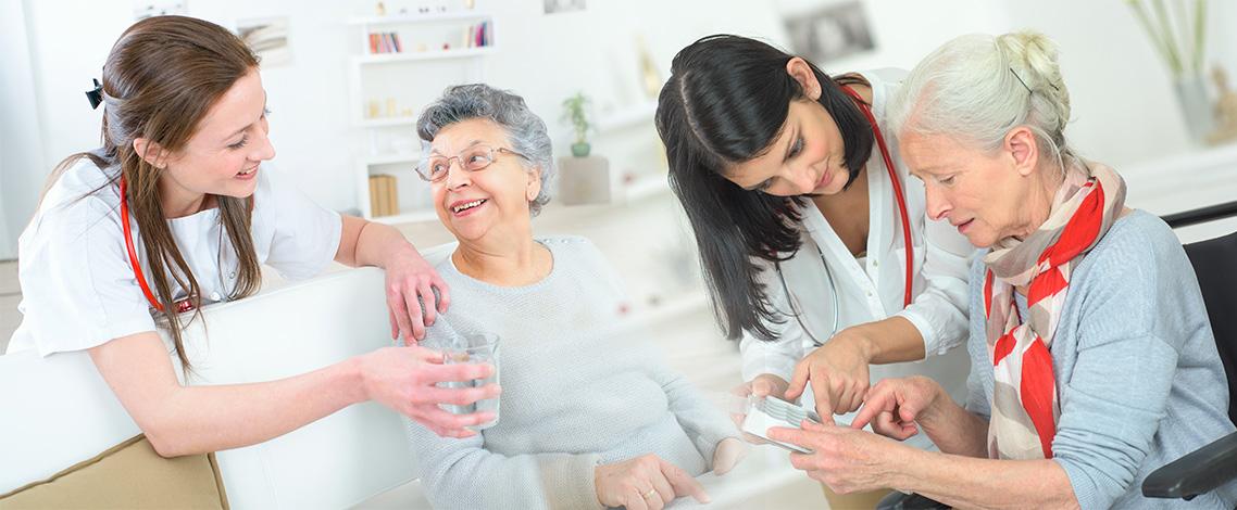 Assistenza domiciliare per anziani e disabili: cos'è e da che cosa è composta